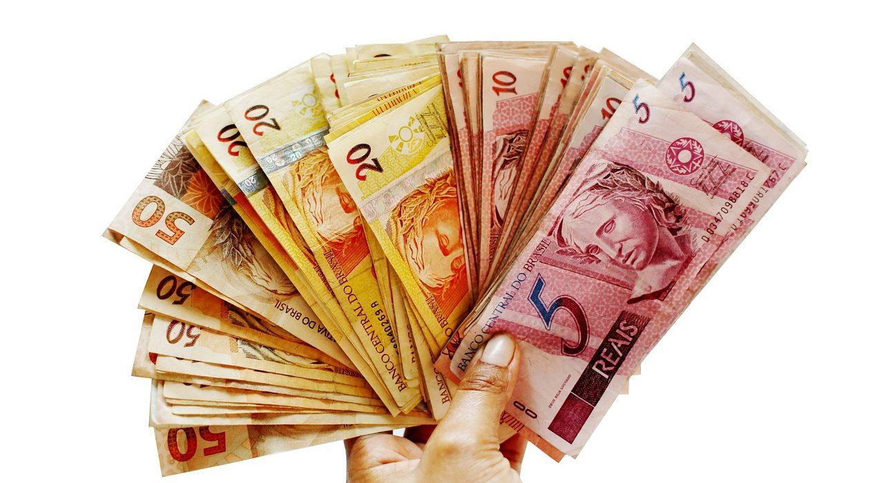 Polacy nie ufają instytucjom finansowym i potępiają dłużników?