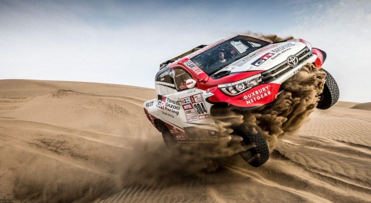 Dakarowa Toyota Hilux na sprzedaż. A nawet dwie