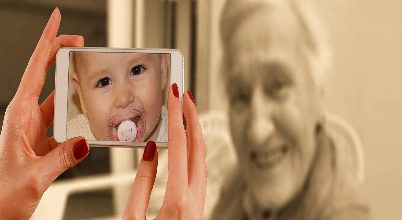 Wykorzystaj smartfon, by złożyć kreatywne życzenia swoim dziadkom