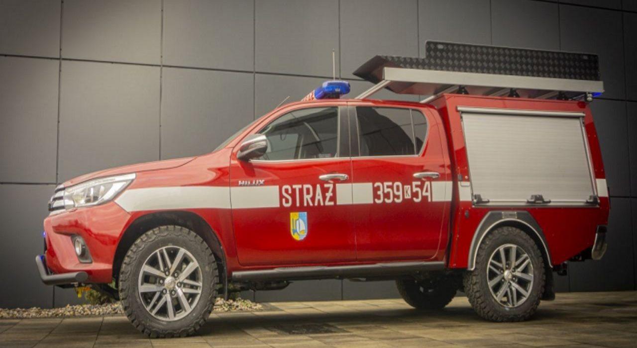 Niezniszczalny pickup na służbie. Toyota Hilux z zabudową dla straży pożarnej